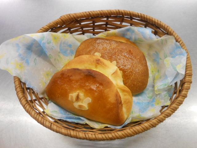 スペシャルクリームパン ¥100