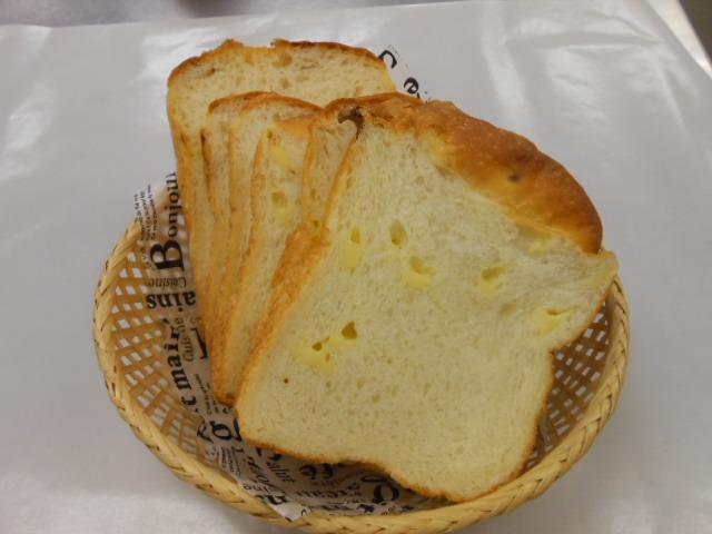 角チーズ食パン ¥220